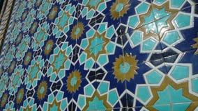 Blaues Mosaik auf einer Wand stock footage