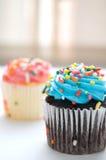 Blaues Muffin mit besprüht Stockfotografie