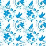 Blaues nahtloses Muster der Vögel und der Blüten Stockfotografie