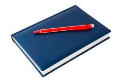 Blaues Notizbuch und ein roter mechanischer Bleistift Lizenzfreies Stockfoto
