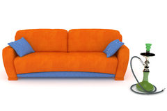 Blaues orange Sofa mit einer Huka Stockbild