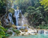 Blaues Pool bei Kuang Si Waterfalls Stockfotos