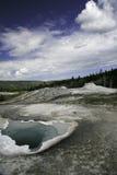 Blaues Pool in Yellowstone Lizenzfreies Stockbild