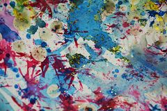 Blaues purpurrotes Gold spritzt, Stellen, kreativer Hintergrund des Farbenaquarells Stockbild