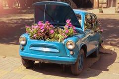 Blaues Retro- Auto Stockfoto