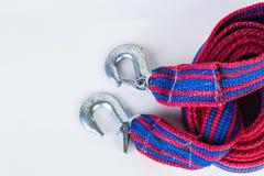 Blaues/rotes Zugseil mit Metallhaken auf einem weißen backgr Lizenzfreies Stockfoto
