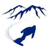 Blaues Schattenbild eines Snowboarders, der den Berghang absteigt Lizenzfreie Stockbilder