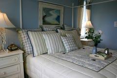 Blaues Schlafzimmer Stockbild