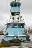 Blaues Schlepperboot lizenzfreies stockbild