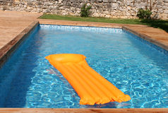 Blaues Schwimmbad Lizenzfreie Stockbilder