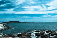 Blaues Seeblauer Himmel lizenzfreie stockbilder
