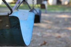 Blaues Spielplatz-Schwingen Lizenzfreies Stockbild