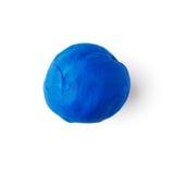 Blaues Stück Plastik auf einem weißen Hintergrund Stockfotos