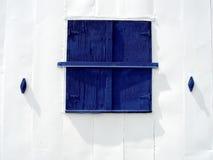 Blaues Stall-Fenster lizenzfreie stockfotos
