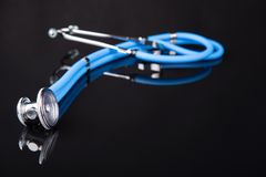 Blaues Stethoskop Lizenzfreie Stockbilder