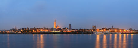 Blaues Stundenpanorama Antwerpens lizenzfreies stockbild