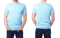 Blaues T-Shirt auf einer Schablone des jungen Mannes Stockbild