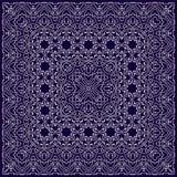 Blaues Taschentuch mit weißer Verzierung Stockbild