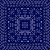 Blaues Taschentuch mit weißer Verzierung Stockfotografie