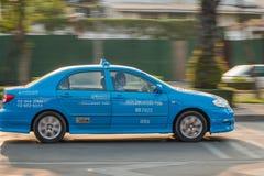 blaues Taxi in Bangkok Stockfotos