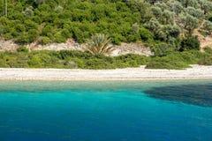 Blaues und klares Wasser und ruhiger Strand in Kefalonia-Insel, Greece-2 Lizenzfreie Stockbilder