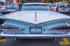 Blaues und weißes Auto einer Weinlese in Havana Cuba stockbilder