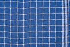 Blaues und weißes checkered Tuch Stockbild