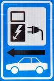 Zeichen für das Laden des elektrischen Autos Lizenzfreie Stockfotografie