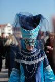 Blaues venetianisches Kostüm Stockbild