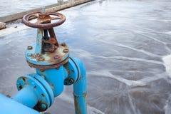Blaues Ventiltor für den Sauerstoff, der im Abwasser durchbrennt Lizenzfreies Stockbild