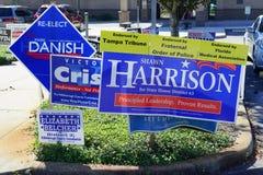 Blaues Wahlabstimmungszeichen, das Shawn Harrison-Tanne Parlamentsgebäude-Bezirk 63 wählt Lizenzfreies Stockfoto