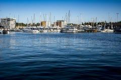 Blaues Wasser auf Ipswich-Ufergegend am Neptun-Jachthafen Lizenzfreie Stockbilder