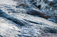 Blaues Wasser der Ostsee in Swinoujscie, Polen Stockfotos