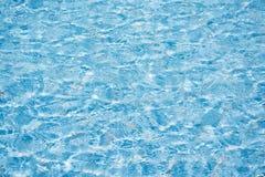 Blaues Wasser im Pool Stockbilder