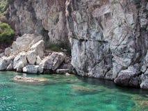 Blaues Wasser von Mittelmeer Stockfotos