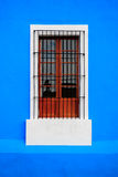 Blaues weißes Fenster Lizenzfreies Stockfoto