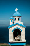 Blaues weißes Kirchenmodell, Santorini Stockfotografie