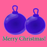 Blaues Weihnachten-Baumspielzeug auf einem rosa Hintergrund Stockbild