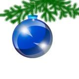 Blaues Weihnachten-Baumspielzeug auf einem weißen Hintergrund Lizenzfreie Stockfotos