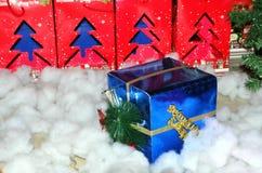 Blaues Weihnachtsgeschenk Lizenzfreie Stockbilder
