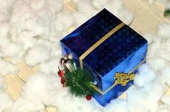 Blaues Weihnachtsgeschenk Lizenzfreie Stockfotografie