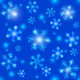 Blaues Weihnachtsnahtlose Kristallschneeflocken Lizenzfreie Stockfotografie