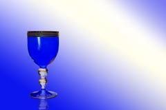 Blaues Weinglas Lizenzfreie Stockfotos