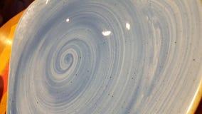 Blaues windendes glasig-glänzendes Lehmdesign Stockfoto
