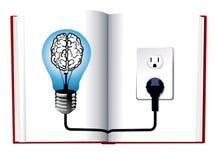 Blaulichtbirne auf Buch Lizenzfreies Stockfoto