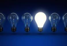 Blaulichtbirnen-Ideenkonzept Stockfotografie
