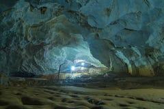 Blaulichter in einer Höhle Stockbild
