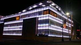 Blaulichter innerhalb eines Gebäudes Stockfotos
