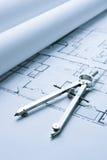 Blaupausen-Fußboden-Pläne mit Zeichnungs-Kompaß Lizenzfreie Stockfotos