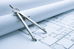 Blaupausen-Fußboden-Pläne mit Zeichnungs-Kompaß Lizenzfreies Stockfoto